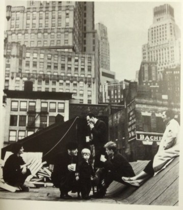 1958: L-R Delphine Seyrig, Robert Indiana, Duncan Youngerman, Ellsworth Kelly, Jack Youngerman and Agnes Martin on roof of No. 1-3 Coenties Slip